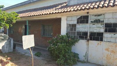 Casa Mas Tres Apartamentos Y Almacén